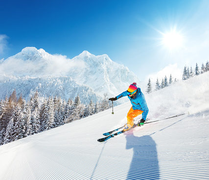 knee injuries are common among skiers